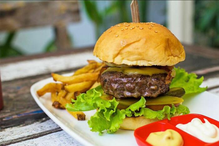 hamburger-with-handcut-fries