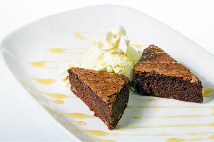 hog_wild_with_chef_bruno_homemade_brownies_with_ice_cream