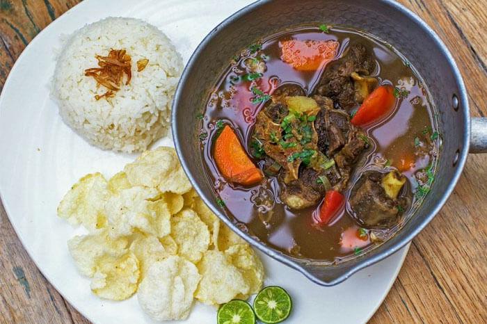sop-buntut-oxtail-soup